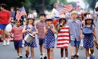 独立記念日のパレードと花火大会、どこで開催されるか?