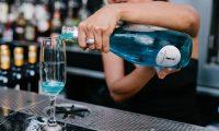 世界で初めての青いワイン