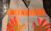 スーパーの紙袋で作るアメリカ先住民のベストを学校で着る